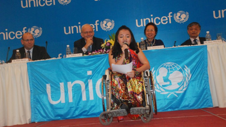 """Quỹ Nhi đồng Liên Hiệp Quốc (UNICEF) chọn Nguyễn Phương Anh - cô bé """"xương thủy tinh"""" 16 tuổi - là một gương mặt khuyết tật tiêu biểu."""