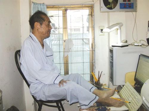 Cho đôi chân nhảy múa trên bàn phím là cách mà nhà giáo Nguyễn Ngọc Ký làm việc và viết đến 9 đầu sách.