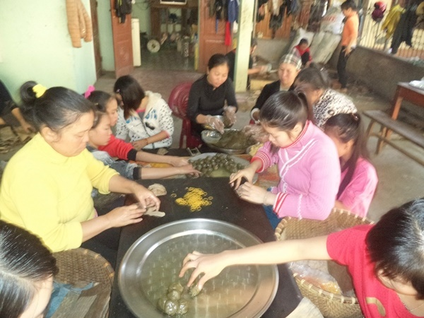 Một xưởng làm bánh gai ở Anh Sơn, Nghệ An.