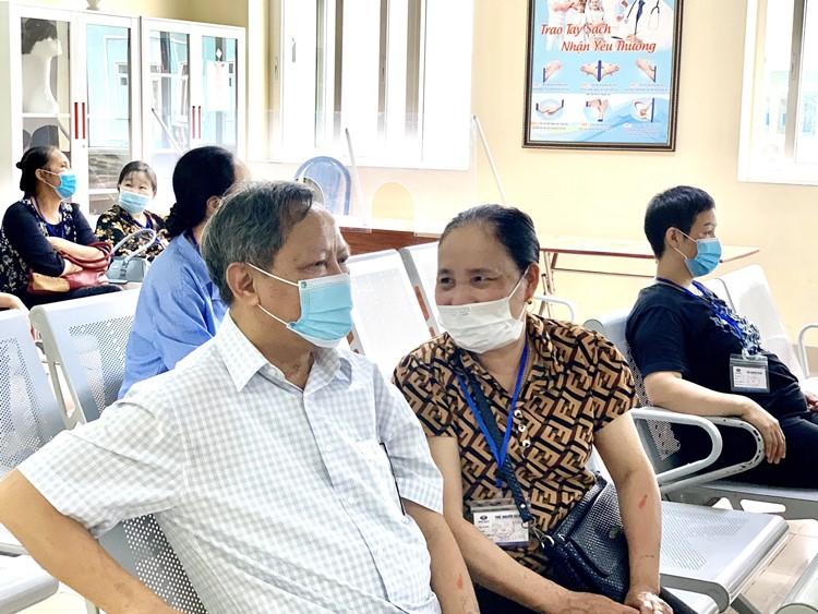 Bác Sang đưa vợ đến Bệnh viện K thăm khám và điều trị ung thư vú