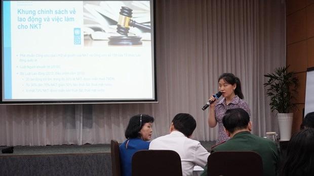 Chia sẻ thông tin về những chính sách việc làm đối với người khuyết tật. (Ảnh: PV/Vietnam+)