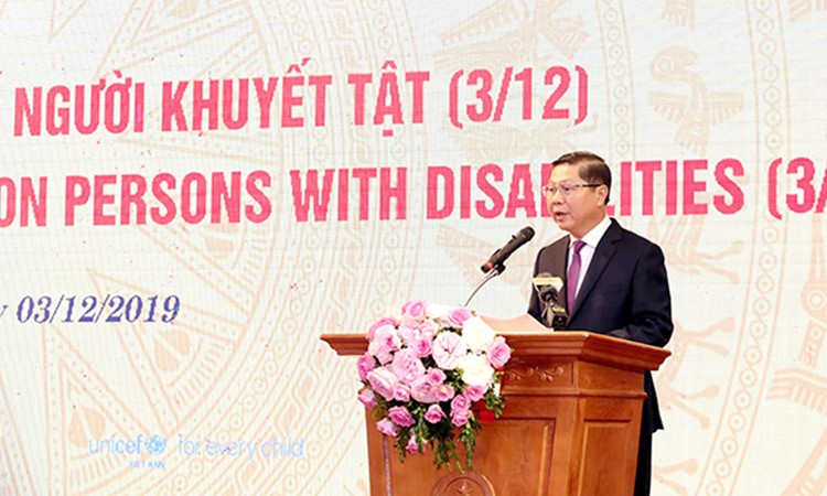 Thứ trưởng Bộ Lao động - Thương binh và Xã hội Lê Tấn Dũng phát biểu khai mạc Hội thảo