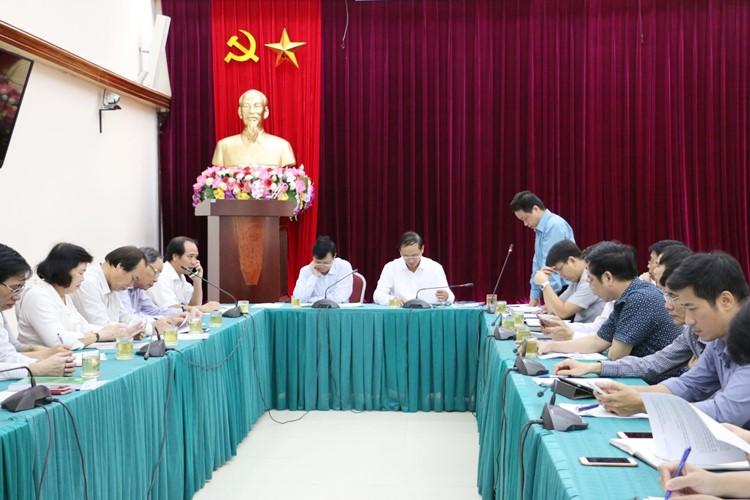 Phó Vụ trưởng Vụ Vận tải Nguyễn Ngọc Dũng báo cáo kết quả thực hiện các hoạt động trợ giúp NKT