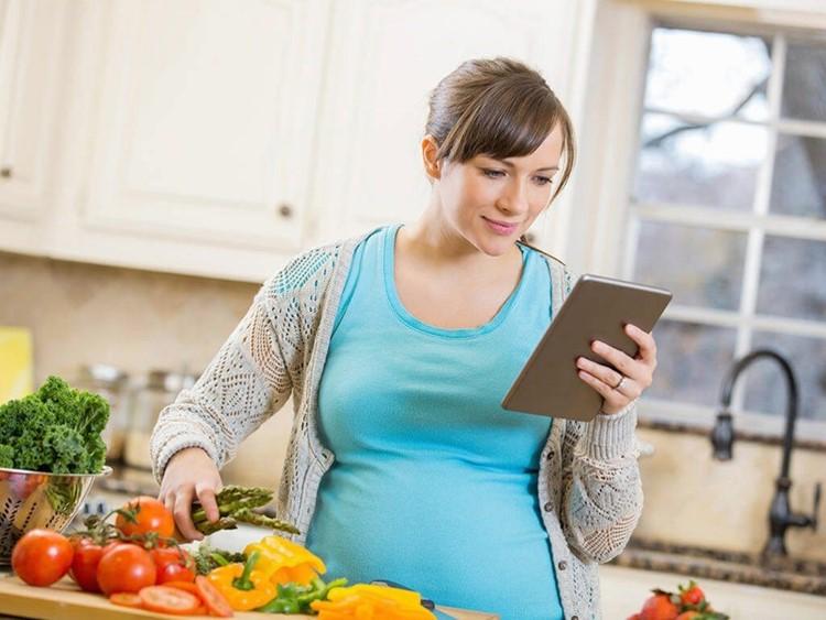Bà mẹ cho con bú – ăn sao để không lo thừa cân – béo phì?
