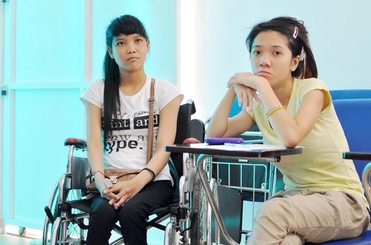 Kim Vân ở phía bên trái trong buổi hướng dẫn tại Trung tâm Nghiên cứu và Phát triển Năng lực Người khuyết tật - Disability Research & Capacity Development (DRD Vietnam), Quận 9, Tp.HCM UPSHIFT Outreach