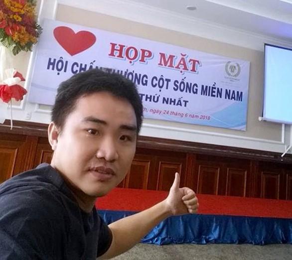 Từ một thanh niên chán nản vì chấn thương cột sống, được ông Phạm Thanh Sơn giúp đỡ, anh Triết đã lạc quan, yêu đời trở lại – Ảnh: FB Nguyễn Minh Triết