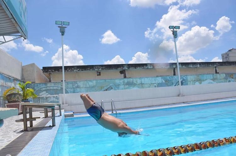 Với anh Lợi thì bơi lội đã trở thành 1 phần trong cuộc sống. Ảnh: NVCC