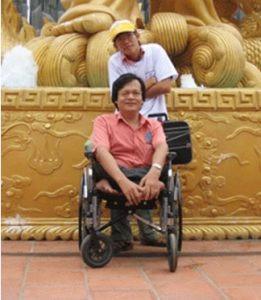 Anh Vũ Văn Đường và một người bạn trong Hội người khuyết tật thành phố Vũng Tàu