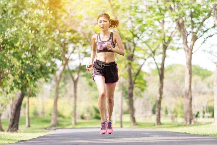 Chạy bộ là môn thể thao quen thuộc mang đến nhiều lợi ích cho sức khỏe.